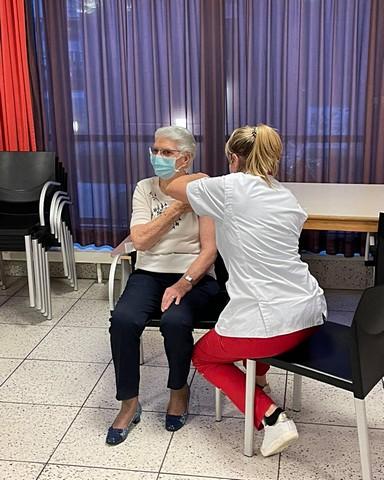 thumbnail-Jeanine werd als eerste gevaccineerd