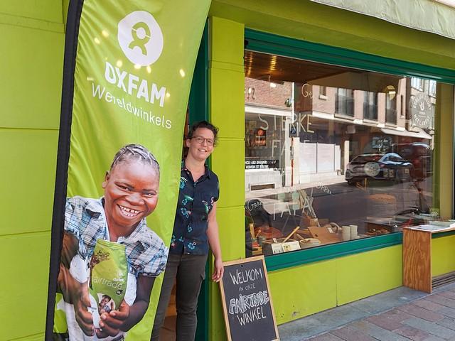 """thumbnail-Karen van Oxfam Wereldwinkel: """"Investeren in een betere wereld"""""""