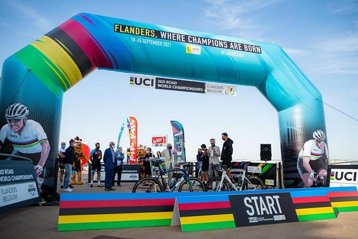 thumbnail-WK wielrennen in Vlaanderen zoekt vrijwilligers (m/v/x)