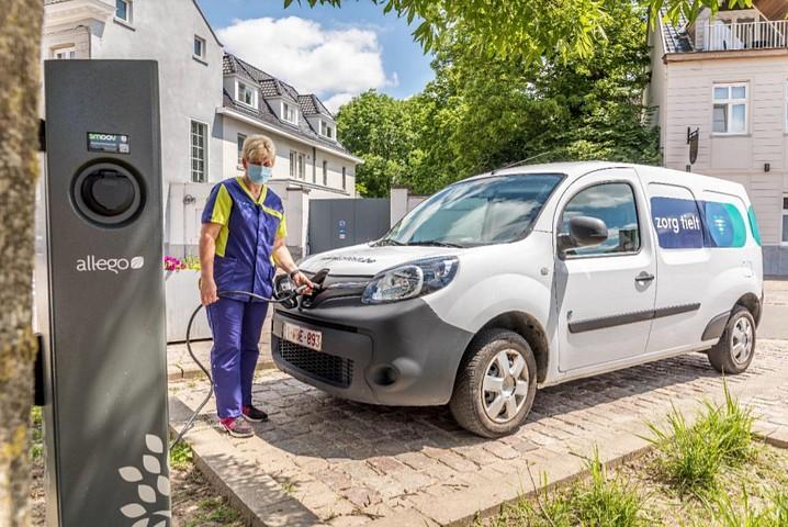 thumbnail-Nieuwe laadpaal voor elektrische voertuigen in Monseigneur Van Hovestraat en op Rameplein in Tielt