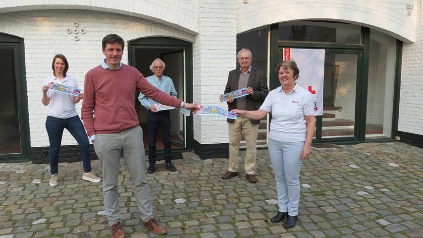 thumbnail-Koop een Rode Kruissticker en steun afdeling Torhout