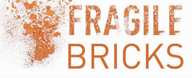 thumbnail-Fragile Bricks op tien Tieltse gevels