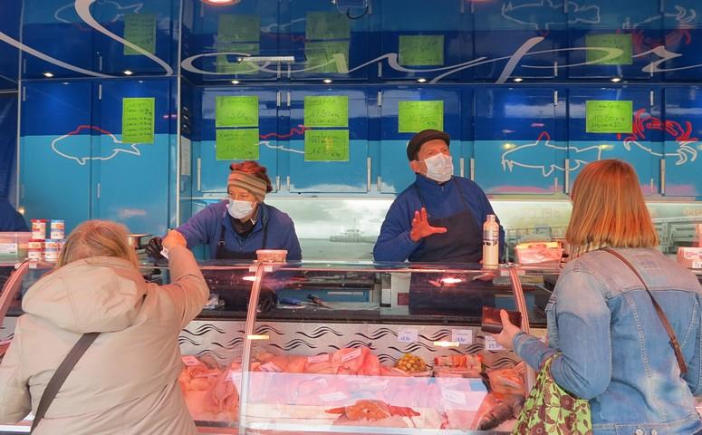 thumbnail-Vishandel Vanpraet op de markt in Torhout