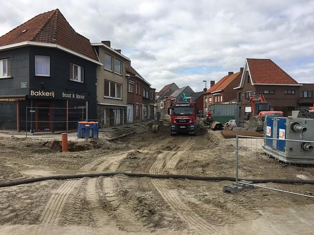 thumbnail-Kruispunt van de Kortemarkstraat met de Karel de Ghelderelaan afgesloten