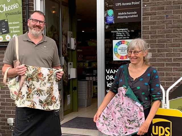 thumbnail-Naaicafé Tordale levert duurzame boodschappentassen aan  BioGuy