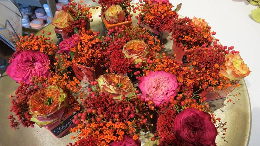 thumbnail-Voor elke klant van Puur Fleur een bloemstukje